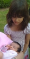 Aisha, kura piedzima pirms piecām nedēļām arī bija atbraukusi