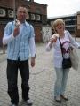 Salīdzinot ar Londonu, Bristoles saldējumu porcijas ir lielākas. Šeit Normunds un Ingūna.