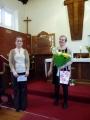 Jaunā draudzes priekšniece Terēze Bogdanova pateicas Rūtai Abakukai par 12 gadu ilgo kalpošanu kā draudzes priekšniece