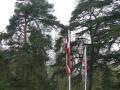 Latvijas un Lielbritānijas karogi Rofantas muižā