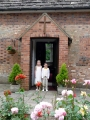 Luīze un Fēlikss ārpus Rofantas baznīcas