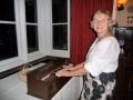 Ārija Brūniņa priecājas par loterijā vinnētajām elektriskajām ērģelēm
