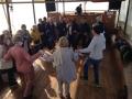 Svētceļnieki dejo laivā uz Galilejas jūŗas