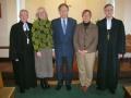 No kreisās: Māc. V. Vāvere, Rūta Abakuka, Reinis Vītols, ērģelniece Notinghamas kopai Dzintra Vīksne, prāv. A. Abakuks