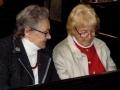 Dievkalpojums Londonā. No kreisās: Elza Millere un Velta King
