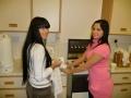 Endija un Diana pirms dievkalpojuma