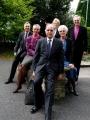 Delegācija tikties ar Svansijas un Brekonas bīskapu John Davies, Bishop of Swansea and Brecon:  Prāv. Andris Abakuks, Vera Rozīte, LR goda konsuls Velsā, Rietumanglijas un Velsas draudzes priekšnieks Andris Tauriņš, māc. Elīza Zikmane, Anne Tauriņa, arch. Elmārs Ernsts Rozītis