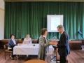 Māc. Dr. Ilze Ķezbere-Härle pateicas prāv. Dr. Andrim Abakukam par uzaicinājumu uz Sinodi