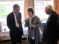 Kafijas pauze. No kreisās prāv. Dr. Andris Abakuks, māc. Dr. Ilze Ķezbere-Härle un prāv. emeritus Juris Jurģis.
