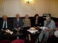 Vakarēšana. No kreisās: Ziemeļanglijas - Bradfordas draudzes priekšnieks E. Novadnieka kungs, Alferova kungs ar kundzi, Latvijas Republikas vēstniecības 1. sekretāre Ieva Jirgensone, Līdsas draudzes priekšniece Māra Taylor