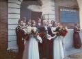 Londonā Miera draudzes iesvētes dievkalpojums 1976. g. Prāv. R. Mužiks ar ievēttītajiem R. Āpšu, M. Bergmani, I. Folkmani, K. Folkmani, I. Kociņu, P. Svili, A. Upmaci, I. Visvaldi un L. Visvaldi.
