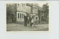 Rowfantā. No kreisās - Londonas latviešu draudzes priekšnieks Dr.T.Priede,  mācītājs R.Slokenbergs, Priedes kundze un viņu bērni.