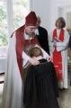 Mācītāju Elīzu Zikmani ordinē archibīskaps Elmārs Ernsts Rozītis